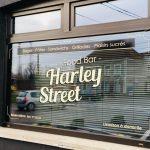 Harley Street (avec store) - lettrage vitrine